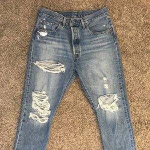 NWOT Levi Mom Jeans